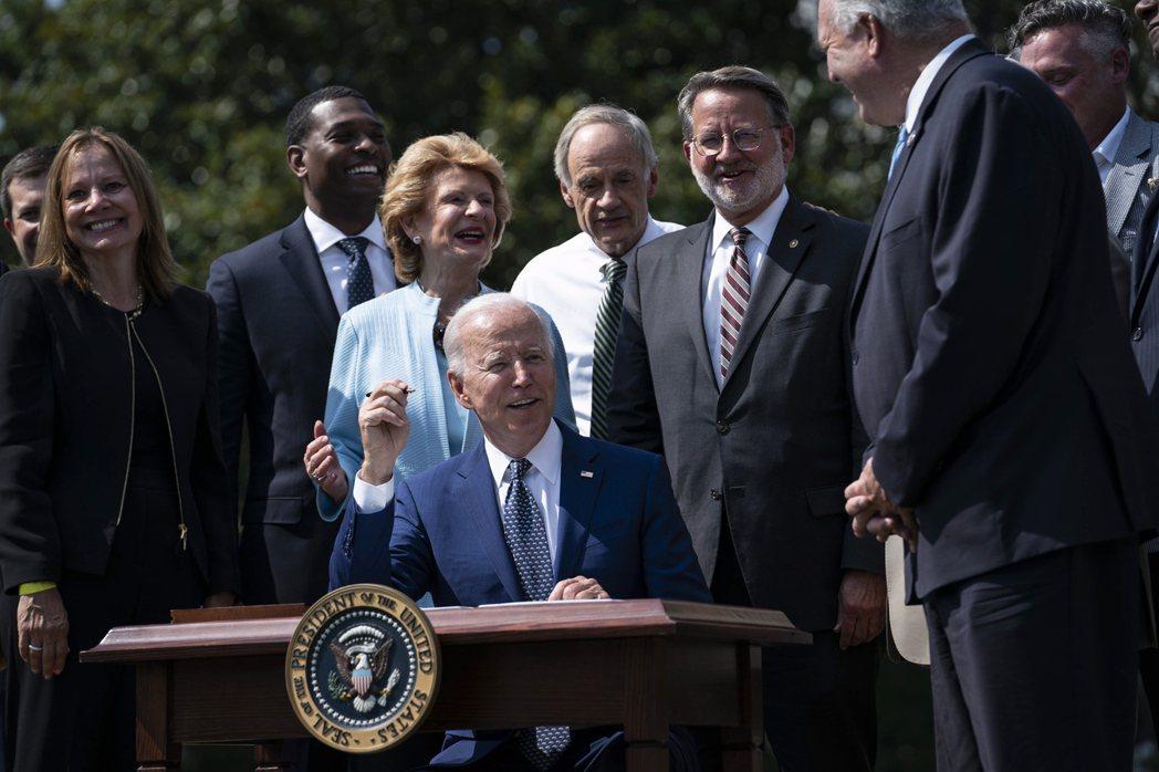 特斯拉執行長馬斯克抱怨沒被邀請參加的白宮電動車推廣活動。8月5日那天,美國總統拜...