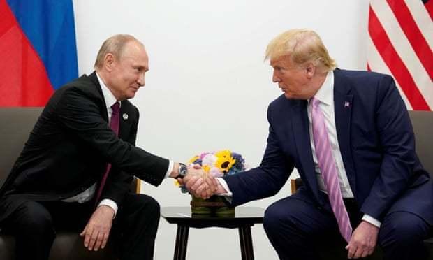 據前白宮發言人葛瑞珊爆料,美國前總統川普曾告訴俄羅斯總統普亭「自己在鏡頭前須對俄...