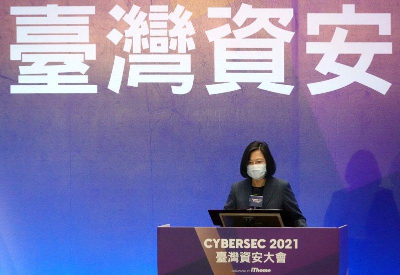 政府雖喊出「資安即國安」,但在專家眼中恐淪為空洞的口號。圖為蔡英文總統5月出席台灣資安大會。圖/聯合報系資料照片