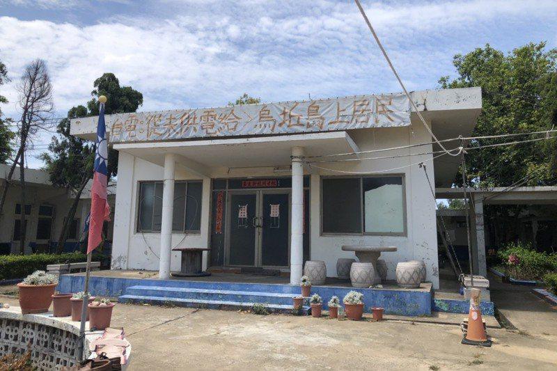 烏坵安置所內,居民還懸掛著反對核廢料的相關標語,表達他們的立場。記者蔡家蓁/攝影