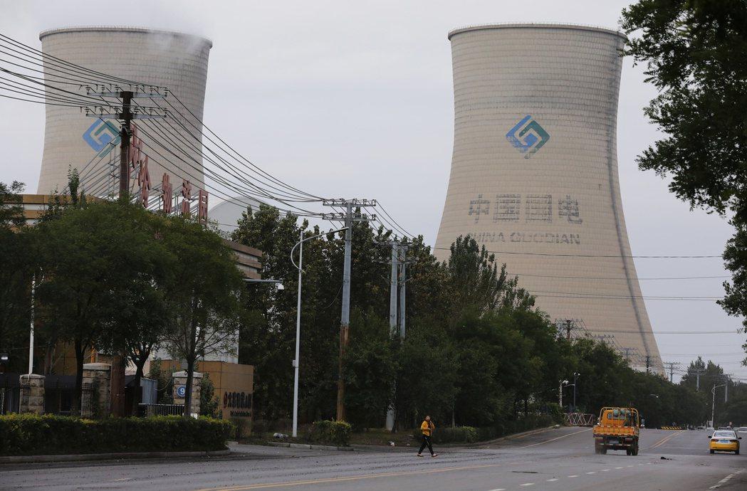 中國煤價飆漲有多嚴重?根據中國電力企業聯合會發布數據顯示,9月16日至9月23日單週煤價與去年同比上漲近一倍,較今年初上漲超過56%。 圖/路透社