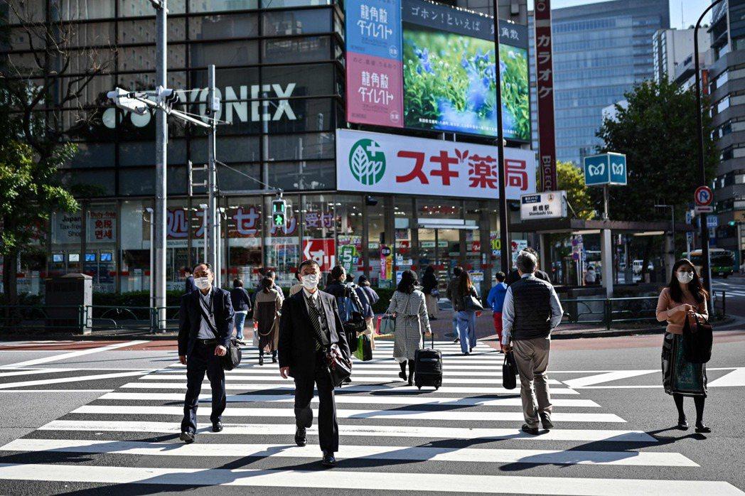 圖為日本東京行人步行示意圖。 圖/法新社