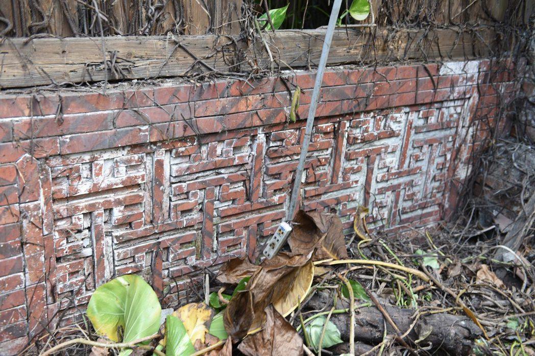燕尾磚砌出寓意薪火相傳的造型。 圖/作者提供