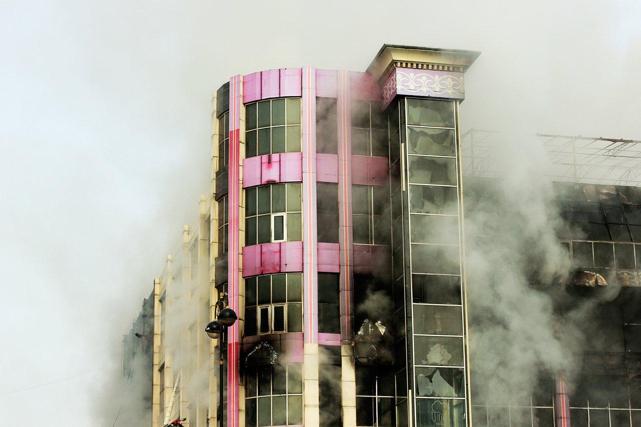 近年的建築物火災案件中,「電器因素」高居第二,而天氣熱用電量也高,潛在的居家危險...