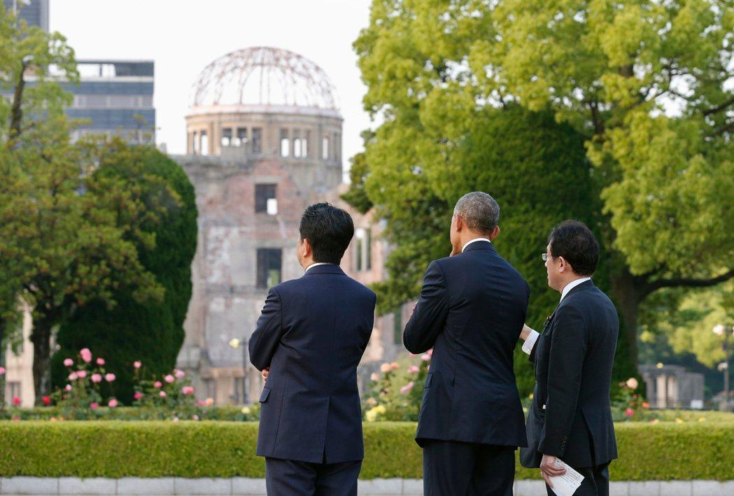 2016年5月,時認美國總統歐巴馬訪問廣島,在安倍晉三與岸田文雄的陪同之下,參觀...