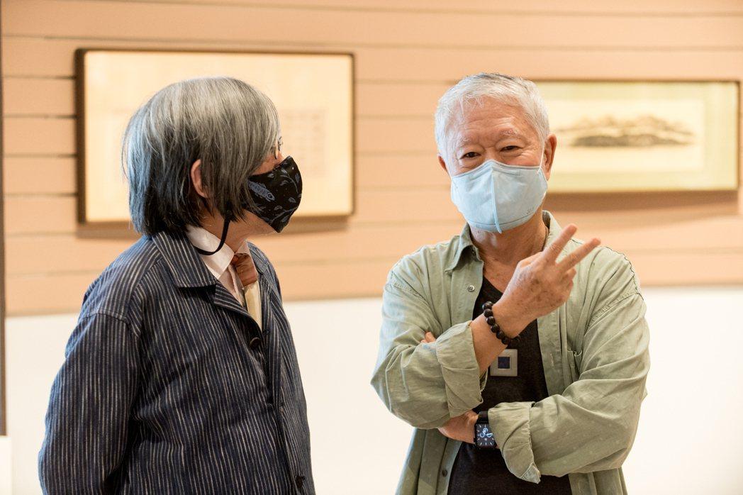 美學大師蔣勳(右)與詹宏志分享其創作。圖/中央書局提供