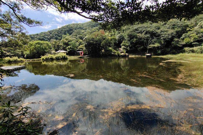夢湖景色優美,吸引許多遊客尋幽訪勝。記者林澔一/攝影