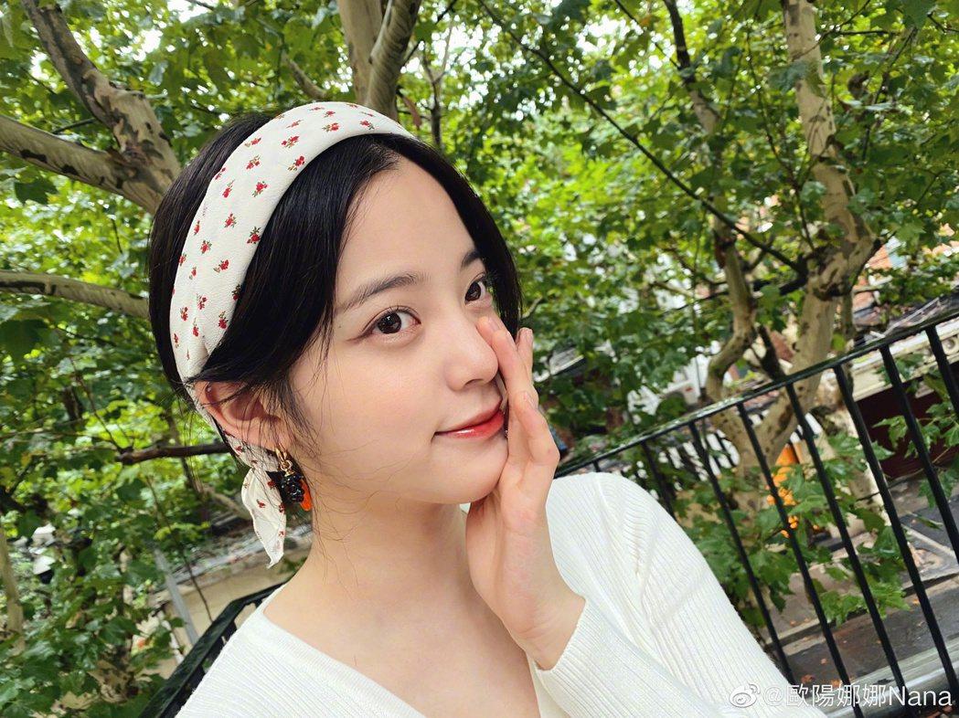 歐陽娜娜轉發央視文章,祝福「祖國」生日快樂。 圖/擷自weibo。
