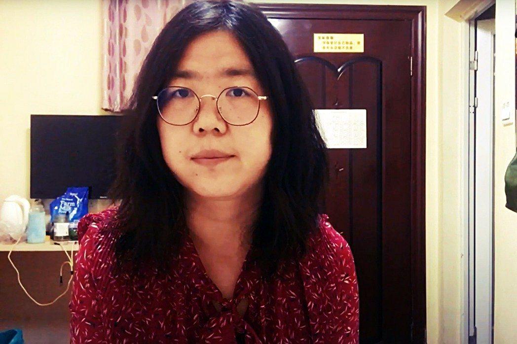 今年37歲,原為律師的張展是最早進入武漢報導疫情的公民記者,她拍攝了當地人滿為患...