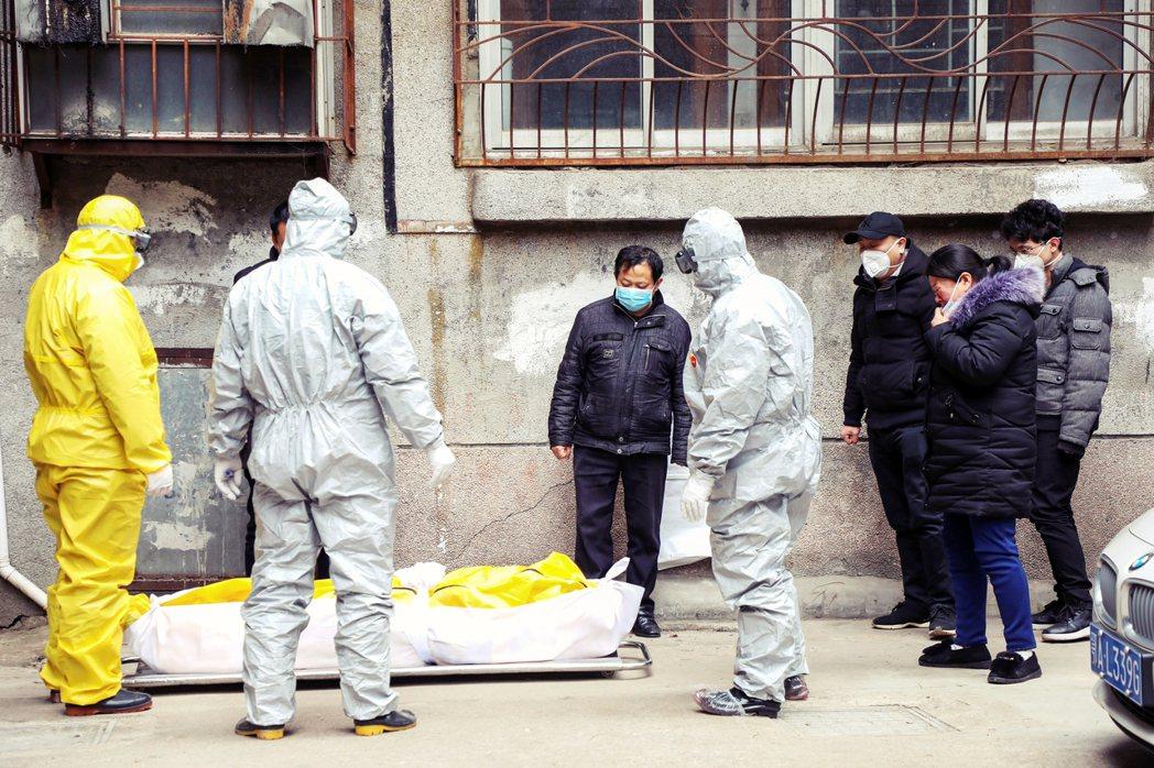 武漢疫情爆發初期的街頭狀況。 圖/美聯社
