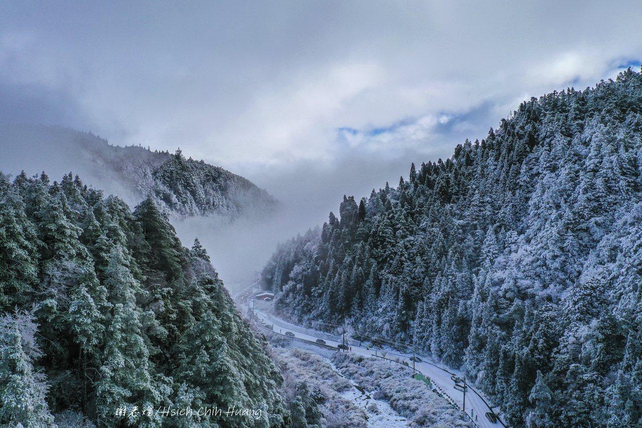 退休公務員謝志煌今年初追雪,前往思源啞口拍攝的雪景。 圖/謝志煌提供