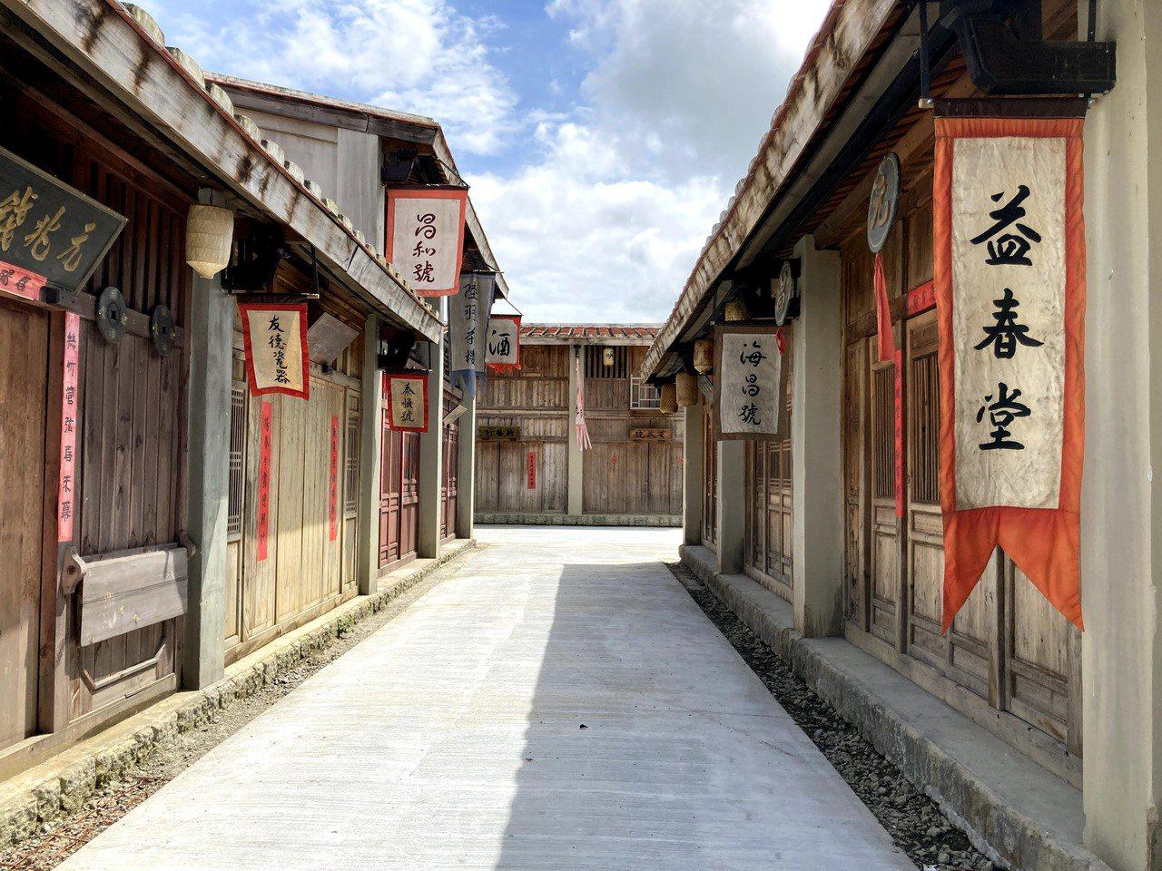 《斯卡羅》劇中的府城場景搭建在台南鹽水岸內糖廠景視園區內。 圖/台南市政府提供
