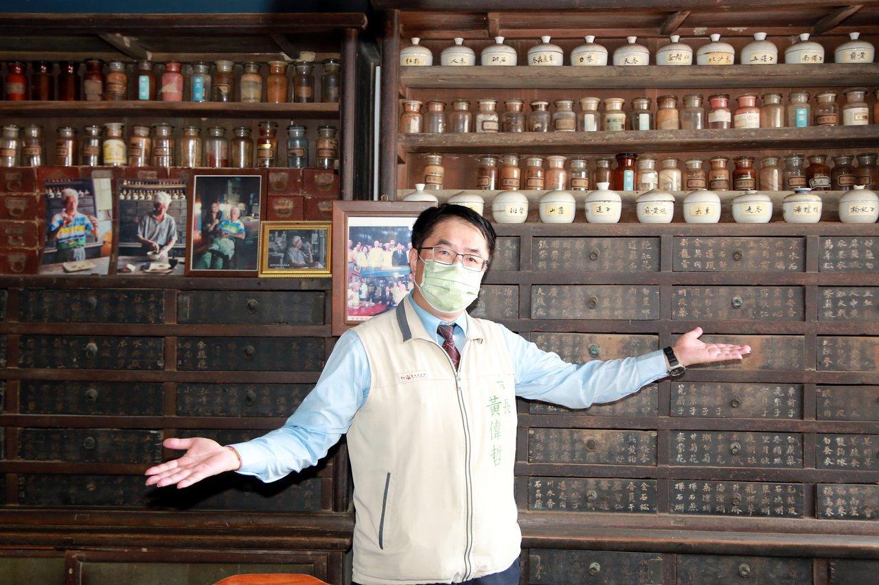 台南後壁菁寮老街內的金德興中藥行是《俗女養成記》的主要場景。 圖/台南市政府提供
