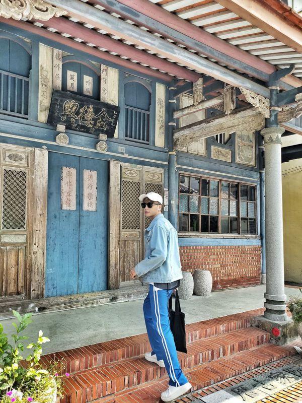 台南後壁菁寮老街上金德興中藥行目前因疫情未開放,但仍是眾多遊客必拍照景點。 圖/...