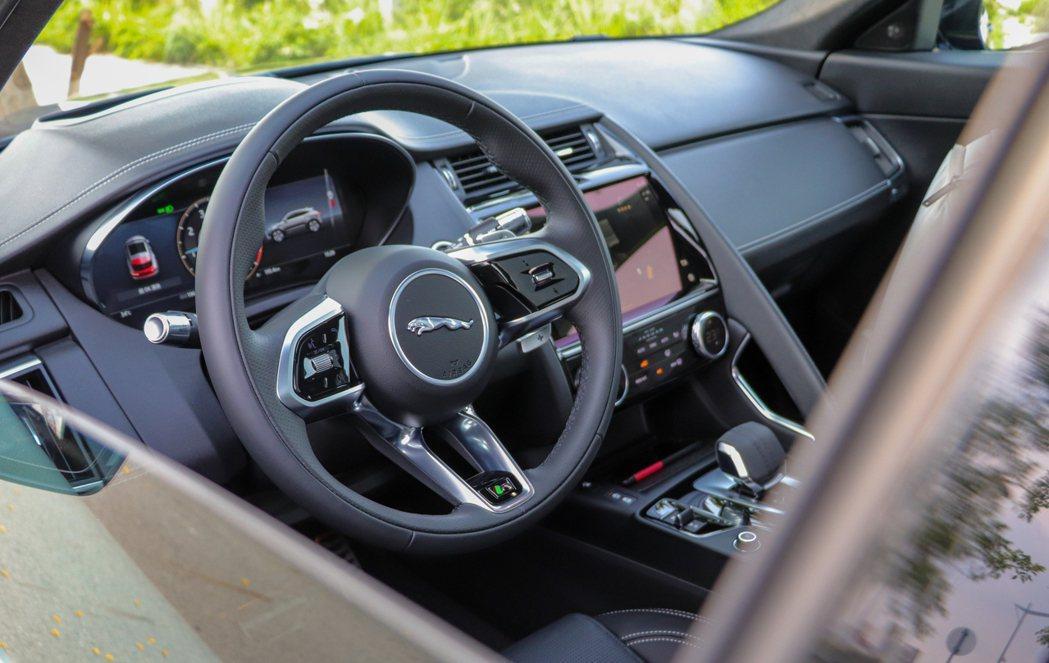 小改款Jaguar E-Pace座艙豪華質感大增。 記者黃俐嘉/攝影