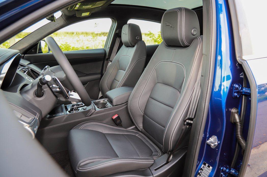 小改款Jaguar E-Pace標配電動12向跑車座椅,強化整體包覆性與乘坐舒適...
