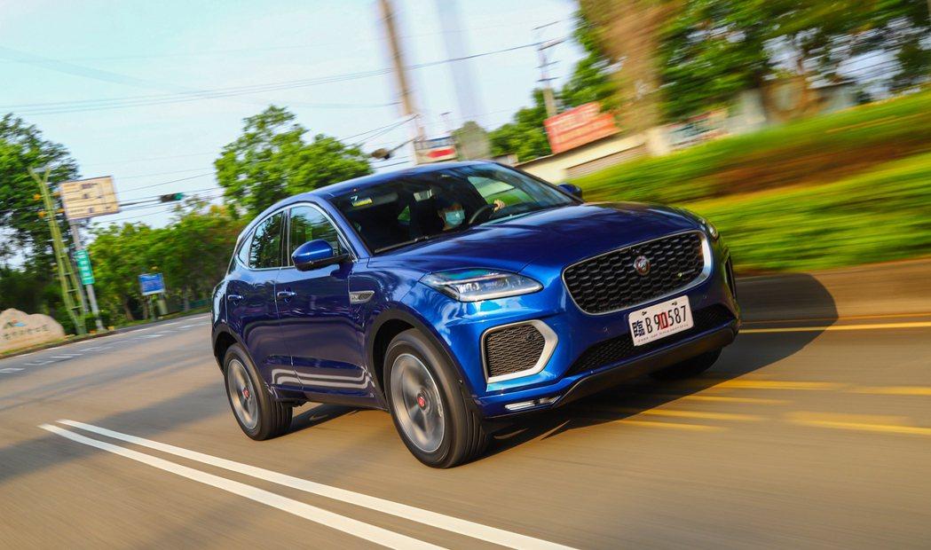 小改款E-Pace換上了Jaguar Land Rover的全新PTA模組化平台...