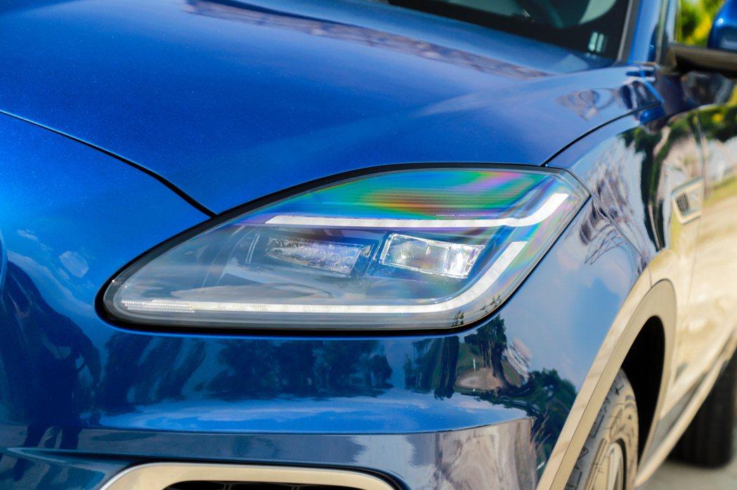 全新Double J Blade的雙J造型LED日行燈是辨別小改款Jaguar ...