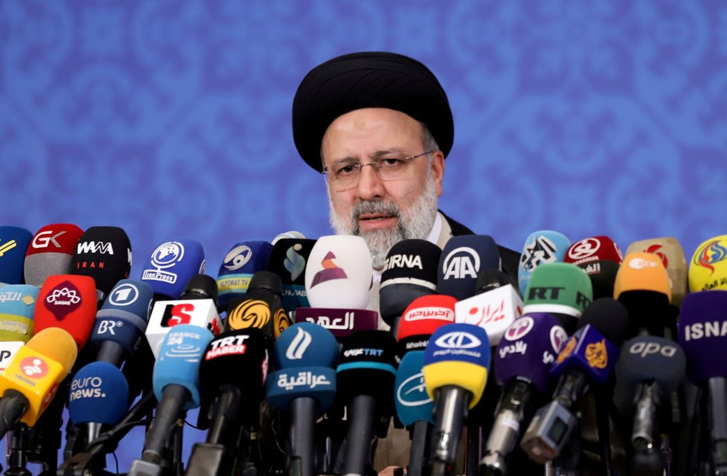 圖為伊朗新任總統萊西。雖然伊朗國內有需多意見,呼籲萊西政府應該盡速收編阿富汗的塔...
