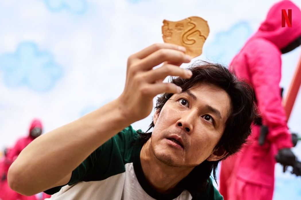 「魷魚遊戲」席捲全球,造福劇中出現的椪糖,買氣大幅飆升。圖/擷自IG