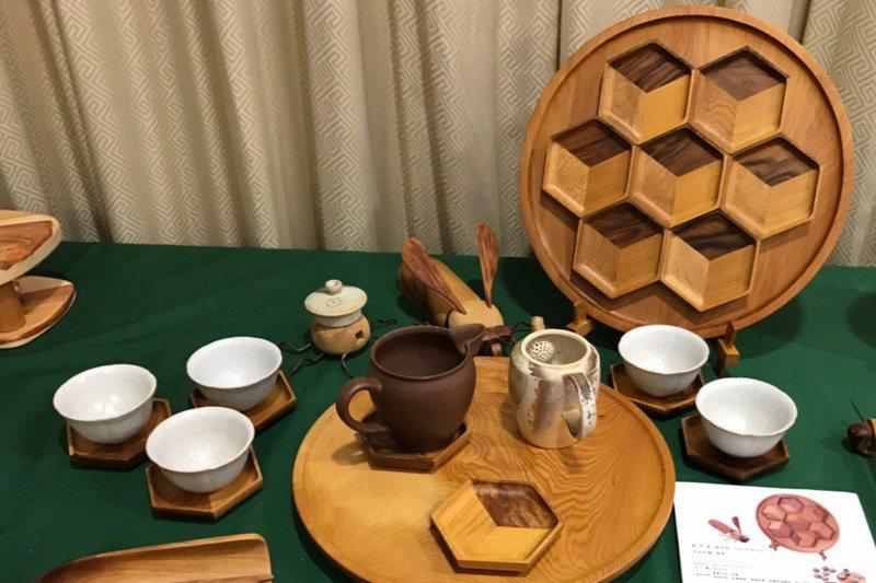 國產材設計商品獎作品「規矩」,以肖楠製作的茶具組。記者吳姿賢/攝影