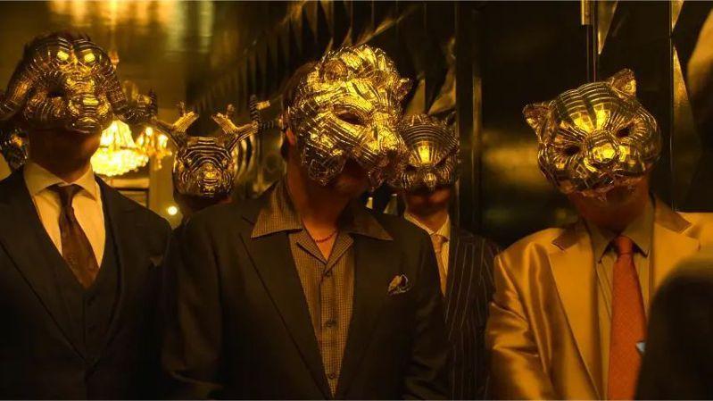 《魷魚遊戲》劇中,隱身遊戲背後的是一群稱為「貴賓」的權力玩家。圖/翻攝《魷魚遊戲》畫面