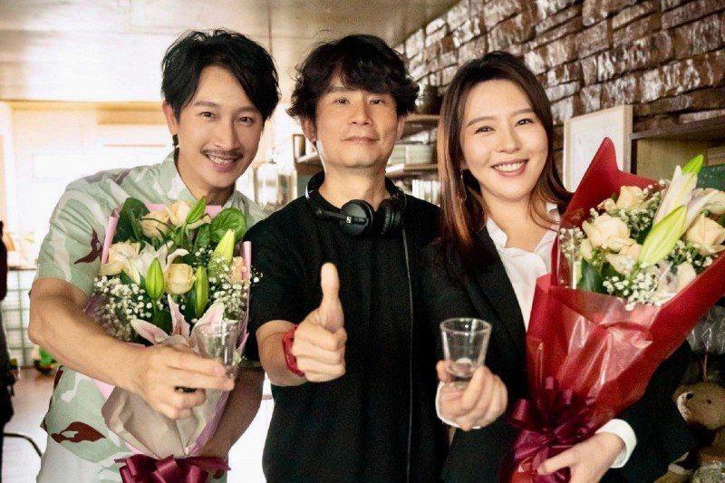 邱凱偉(左起)、導演杜政哲及劉品言合作「我吃了那男孩一整年的早餐」。圖/華映提供