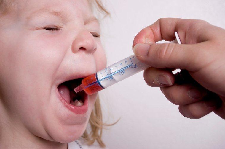 通常藥師交付藥品時會提供正確的藥品資訊與用藥指導,家長若不清楚藥品使用方式,可立...