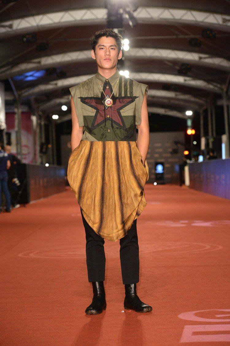 朱軒洋身穿Burberry冬裝登上金鐘獎紅毯。圖/三立電視提供