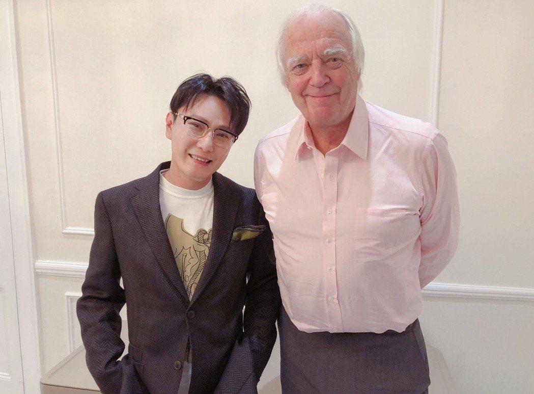 張信哲(左)非常感謝集葛萊美獎等殊榮於一身的作詞人提姆萊斯。圖/潮水音樂提供
