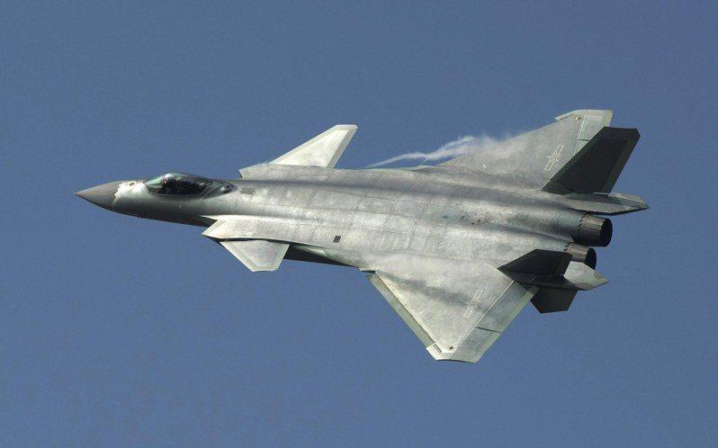 殲20雖然已經是第三度現身珠海航展,但這次的特點是換裝了中國國造的發動機。歐新社