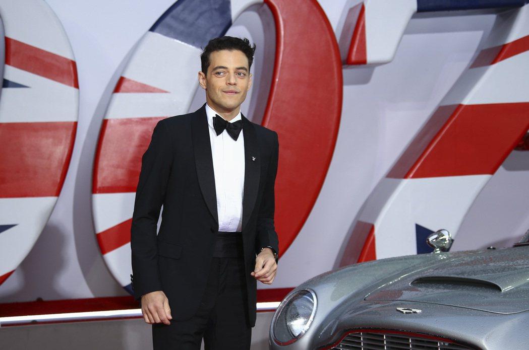 雷米馬利克盛裝出席「007 生死交戰」倫敦首映典禮。(美聯社)