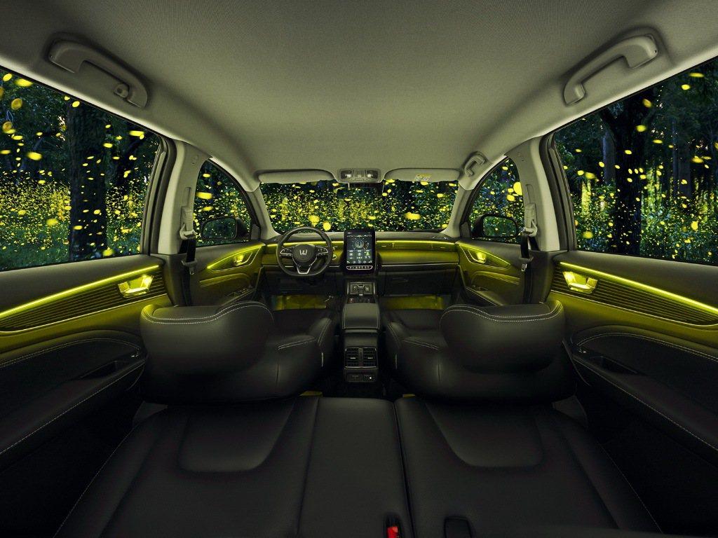 LUXGEN用色彩與香氛讓座艙不只是座艙,為您的旅程帶來最悅動的體驗。 圖/LU...