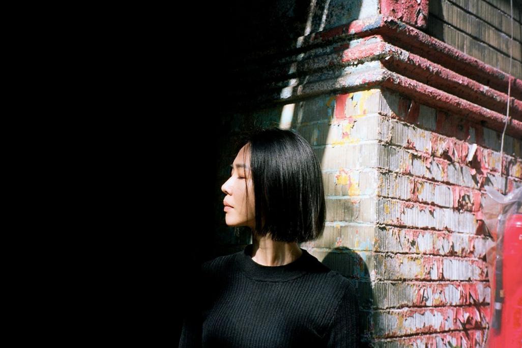 謝盈萱認為,每位演員的體質不同,面對角色自有不同位置、距離,現在的她樂於與角色聊...