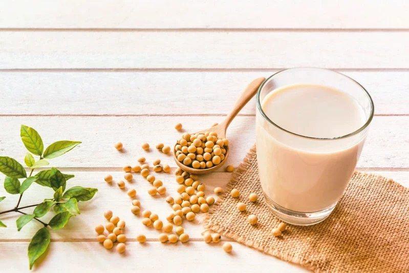 豆漿是運動後補充蛋白質的最佳選擇,並不會誘發痛風。  圖/123RF