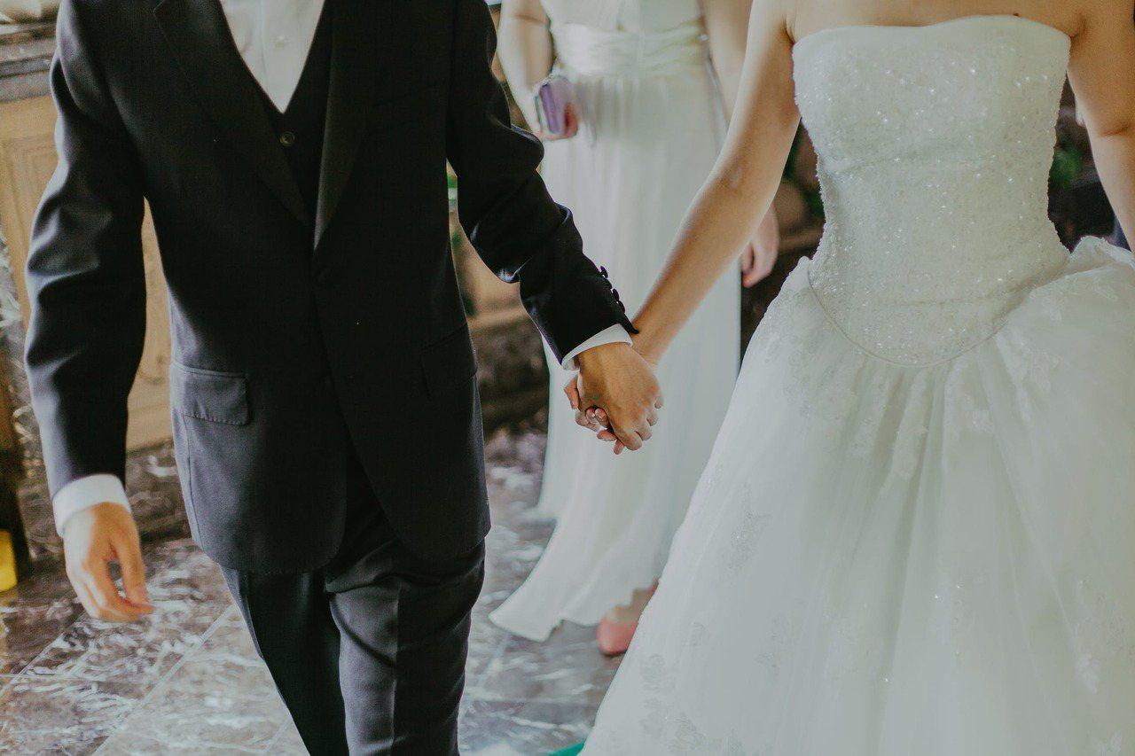 結婚是個人選擇,選擇要不要跟另一個人進入另一種規範與照顧彼此的制度。 圖/pex...