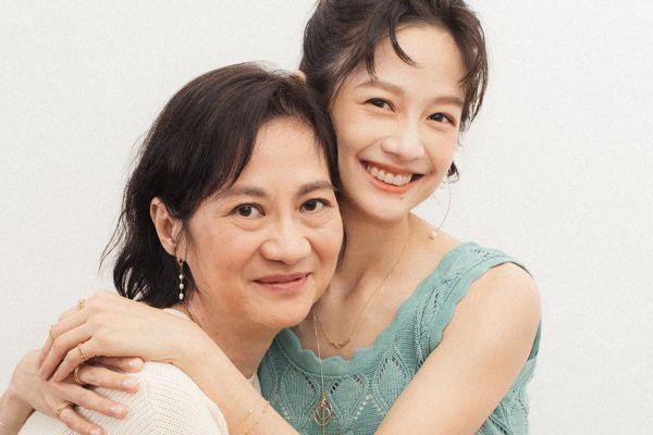 7月慟別母親「比預期的悲傷還悲傷」 簡嫚書摘金哽咽有洋蔥