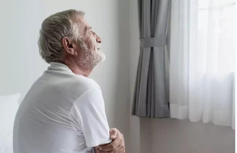同齡的年長者相較,感到孤獨者的平均壽命,比起未感孤獨者,最多少活了5年之久。ag...