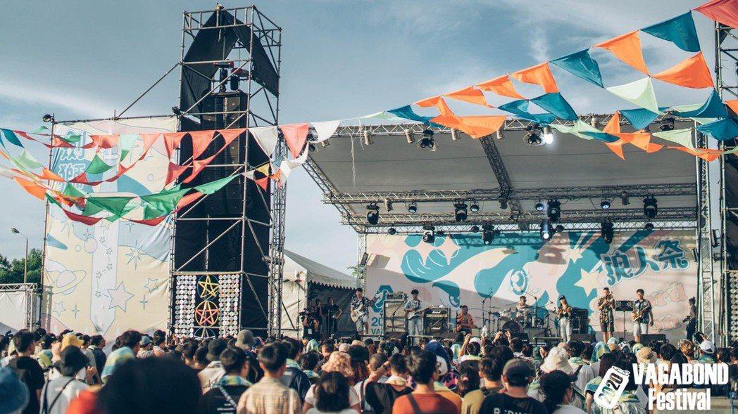 台灣第一個結合淨灘和音樂表演的藝術節「浪人祭」-第一年就有700人報名參加;第二...