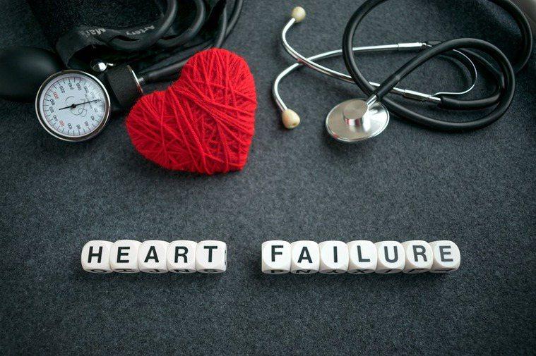 每一位心臟衰竭的病患應該盡力做到的。包括維持有規律的運動,就算是每天只散散步也好...