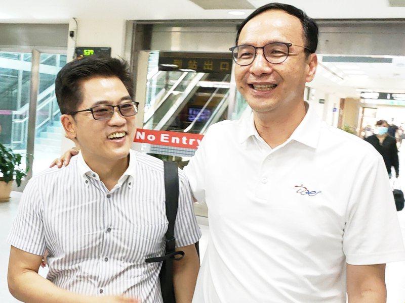 過去曾經先後被郭台銘、韓國瑜拉攏的經歷,是黃健庭(左)能受朱立倫(右)青睞,出任秘書長的重要原因。圖/聯合報系資料照片
