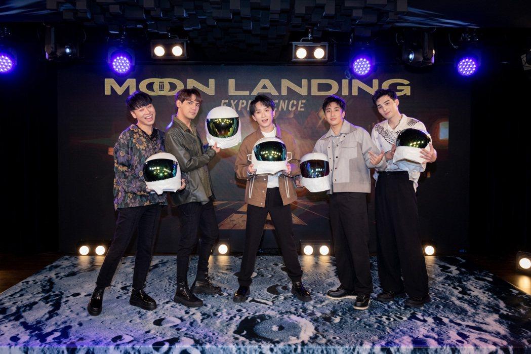 賴晏駒(左起)、陳零九、邱鋒澤、婁峻碩、黃偉晉合組的「五堅情」將辦線上演唱會。圖...