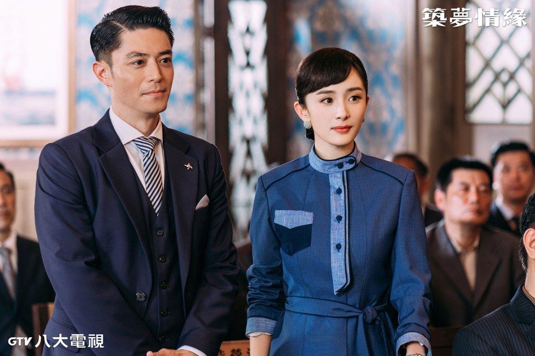 霍建華(左)、楊冪主演「築夢情緣」。圖/八大電視提供