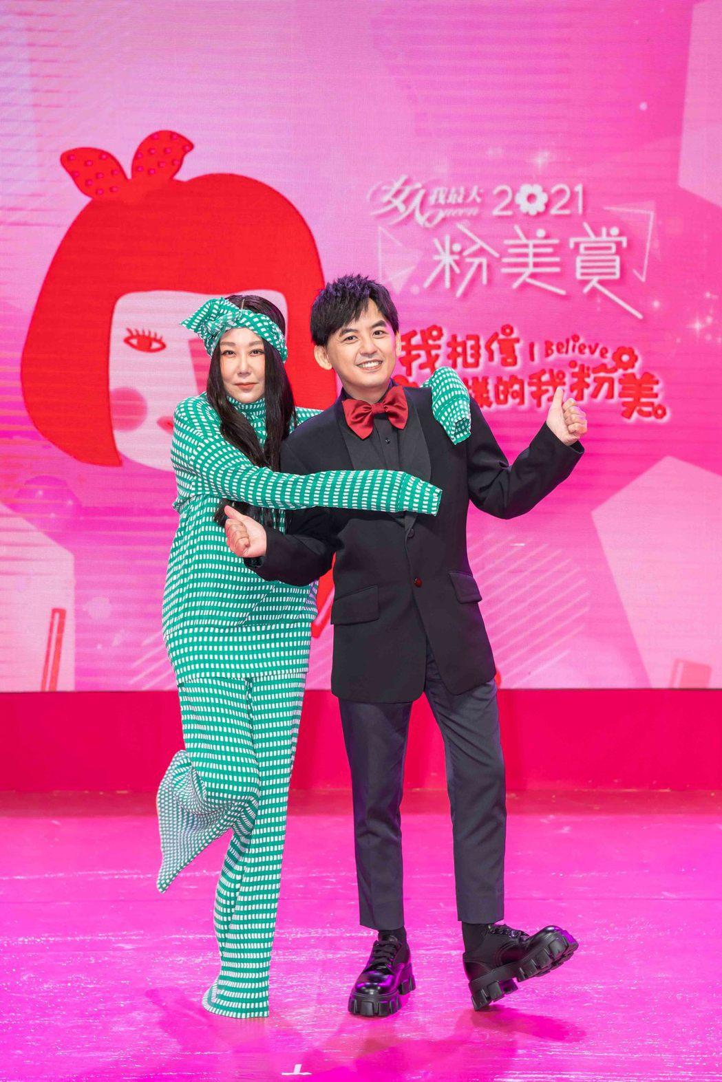 藍心湄(左)和黃子佼出席粉美賞。圖/TVBS提供