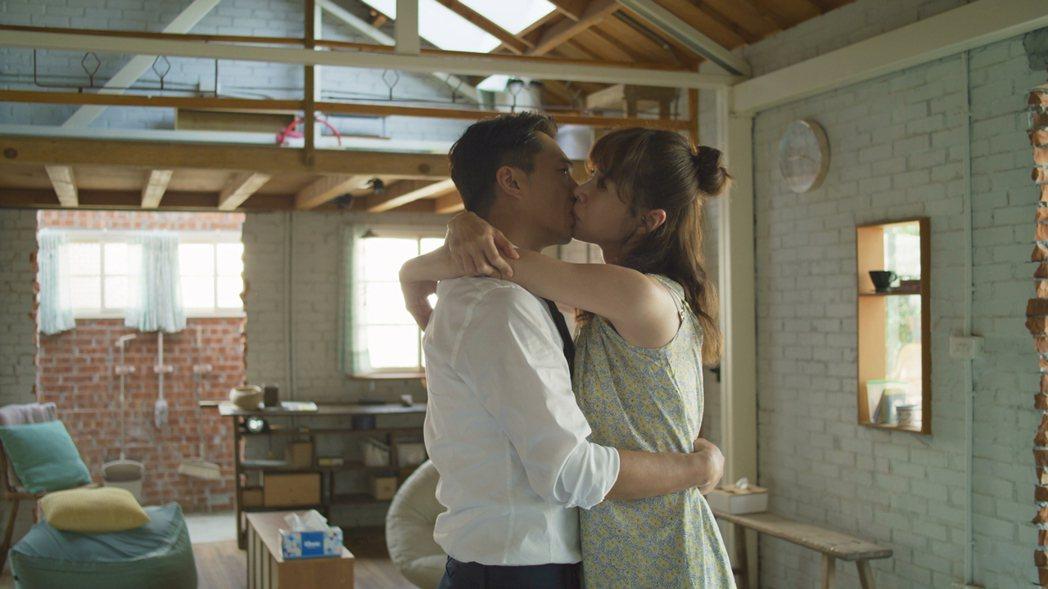 「俗女2」森玲CP復合之吻。圖/華視、CATCHPLAY提供