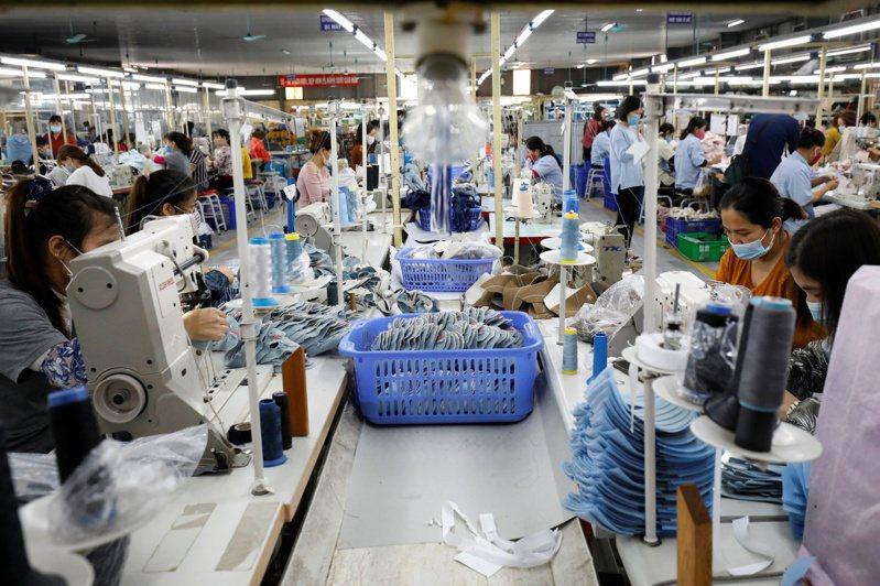 南韓媒體說,8月起已現中小企業的棄廠潮,復工困難,恐影響韓國國內的紡織成衣供應鏈。路透