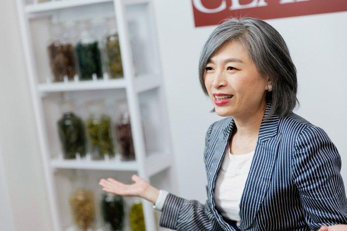 克蘭詩台灣總經理陳素慧表示,希望透過克蘭詩的產品和關懷,帶給關節炎病友更多美麗和...