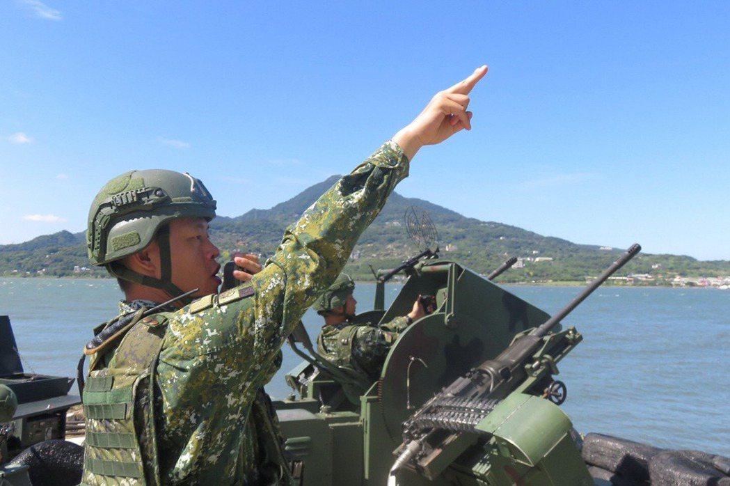 根據美方高層人士日前提供的背景說明,台灣方面在該會中提出希望美方協助若干項目,美方則有再次表示希望台灣能更重視並積極落實「整體防衛構想」(ODC)。國安高層可能因此認爲美方是受到李喜明仍持續倡議ODC之影響,而持續對我施壓。 圖/中華民國陸軍臉書粉專