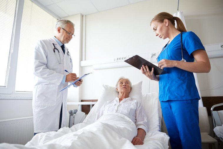 雖然研究指出,面對嚴重疾病與後續維生治療選擇時,多數高齡者並不希望以醫療科技維持...