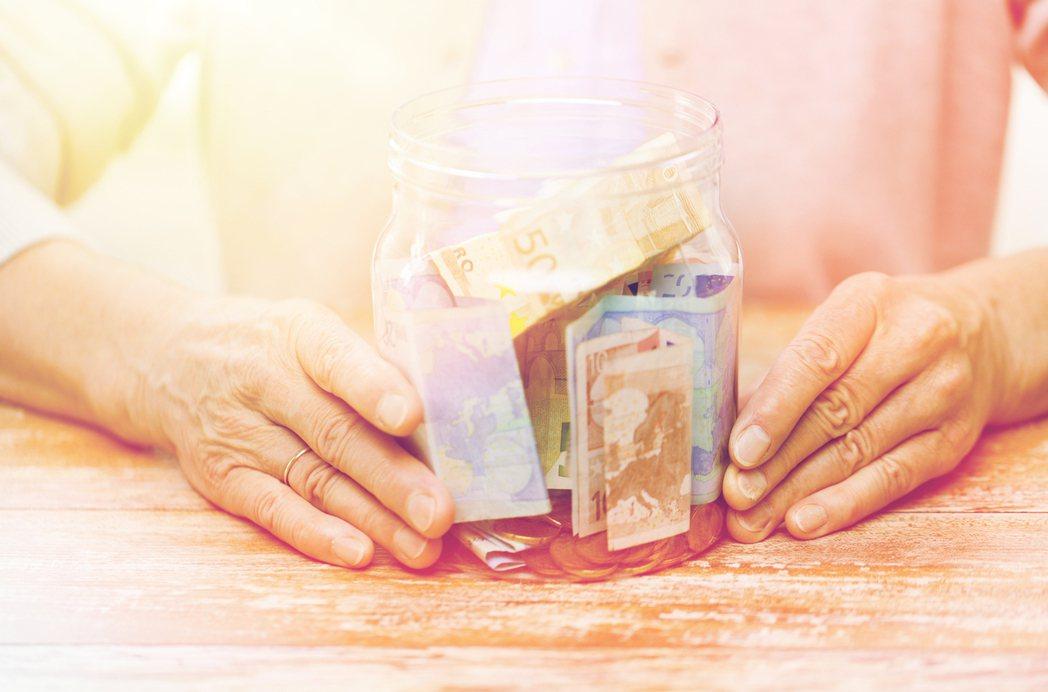 隨著離退休時間點越近,「個人化」退休理財計畫的需求會越高,建議檢視退休理財需求可...